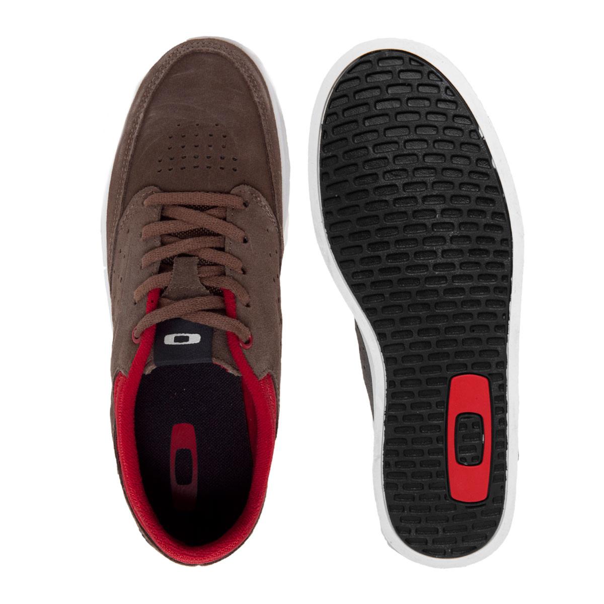 Tênis Oakley Bigspin Marrom com Vermelho BLACK FRIDAY passe o mouse para ver  em zoom 20823900c473e